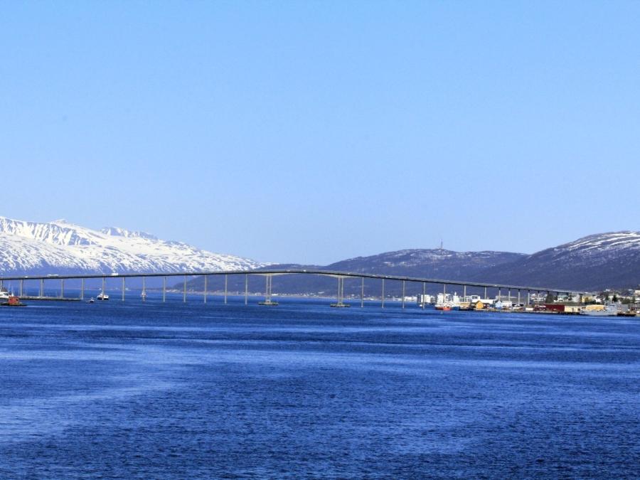 Tromsø No. Troms Einfahrt nach Tromsø ©Horst Reitz
