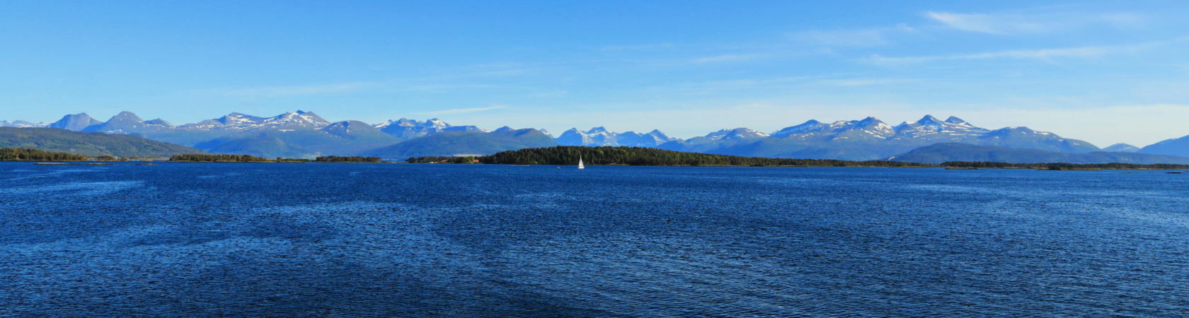 Molde Blick auf das bis 2000m hohe Romsdaler Gebirgsmassivs H.Reitz©2018